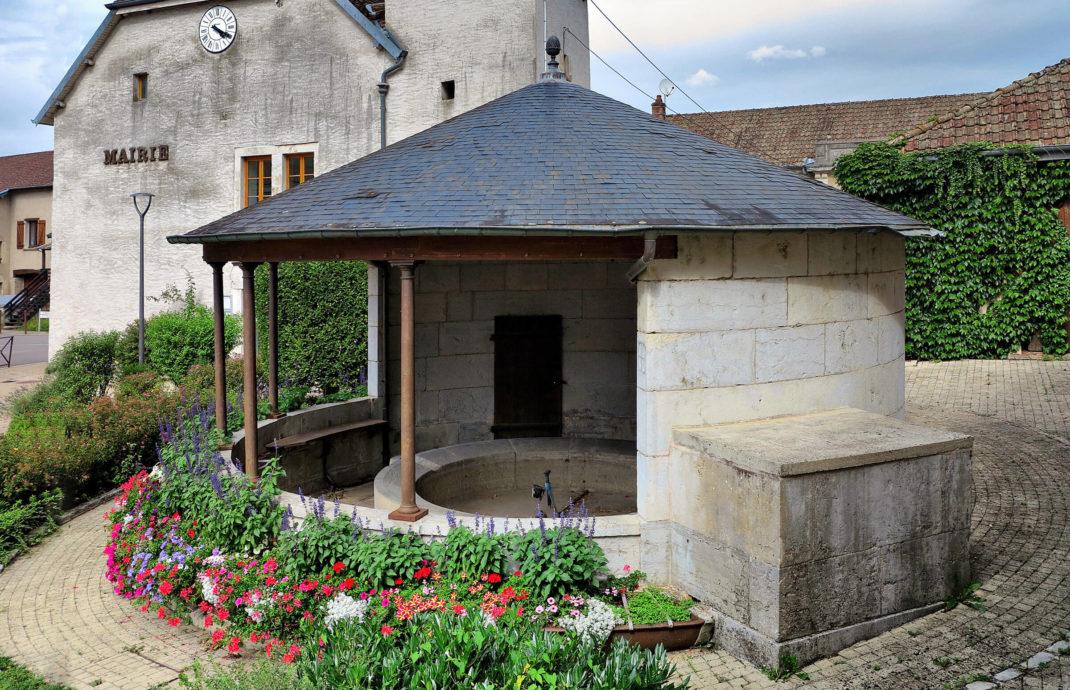 Commune-Emagny-lavoir-abreuvoir